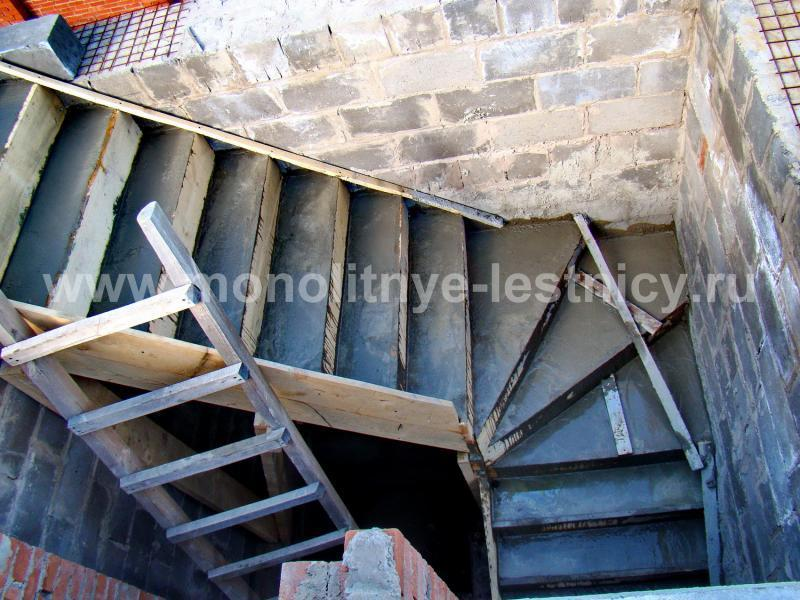 Как сделать каркас бетонной лестницы