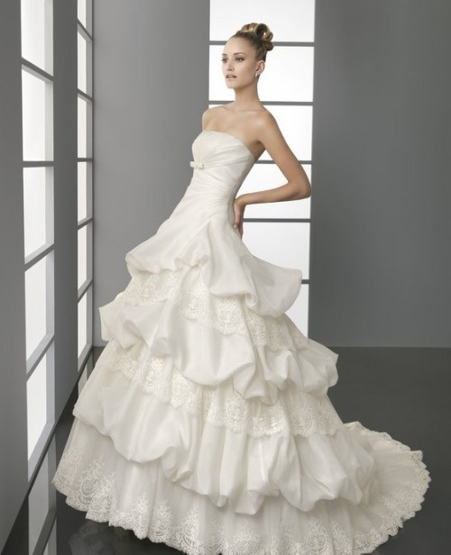 72f1e49bc52c957  Самые красивые пышные свадебные платья 2012 года!