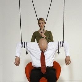 Как научиться манипулировать мужчиной  Психология