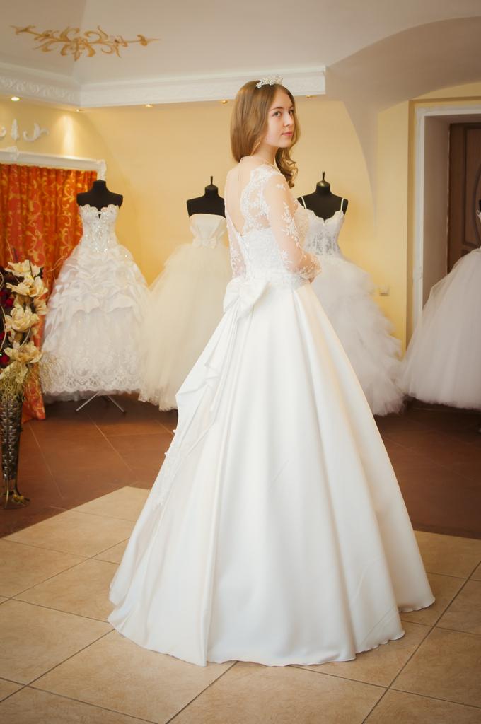 Вакансии В Салонах Свадебного Платья