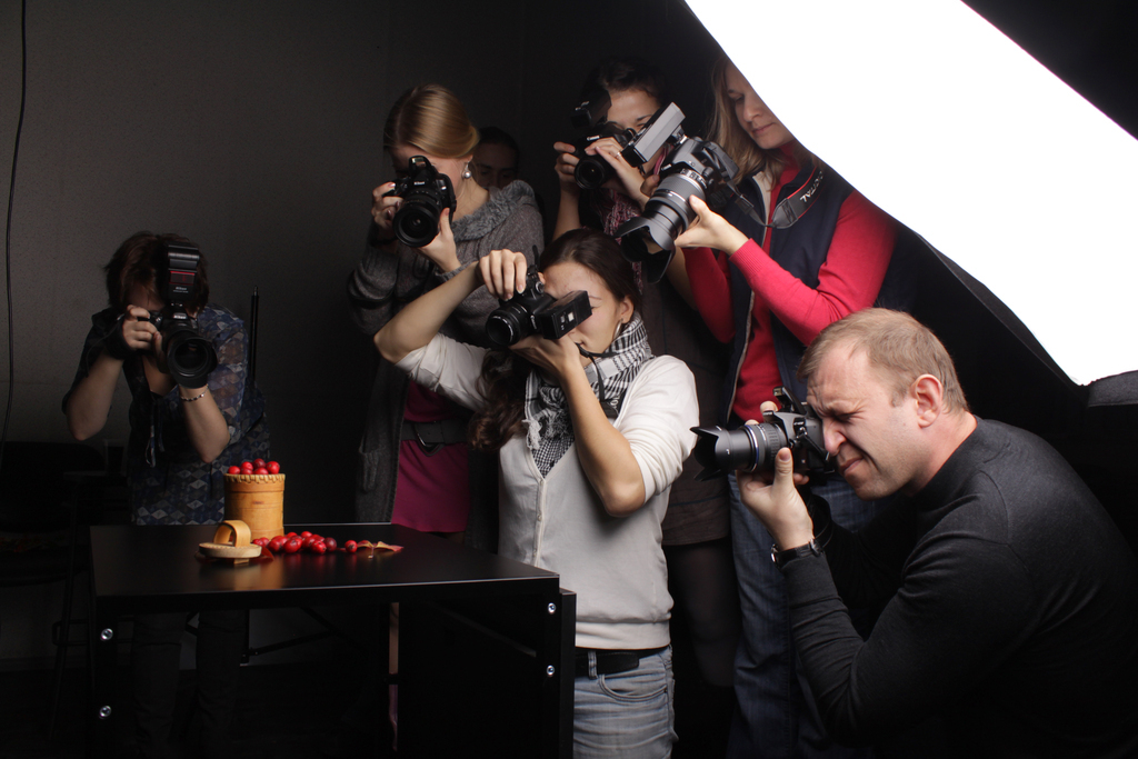 куда идти учиться на фотографа красными обоями будет