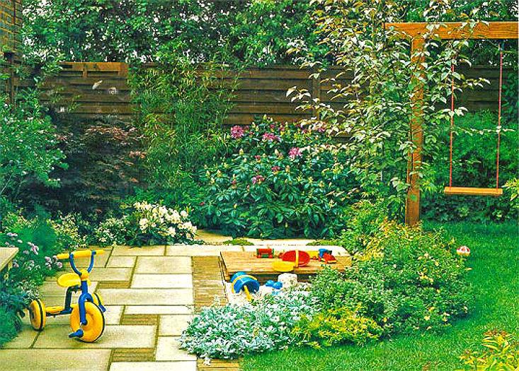 Женские прелести в саду на фоне цветов — 1