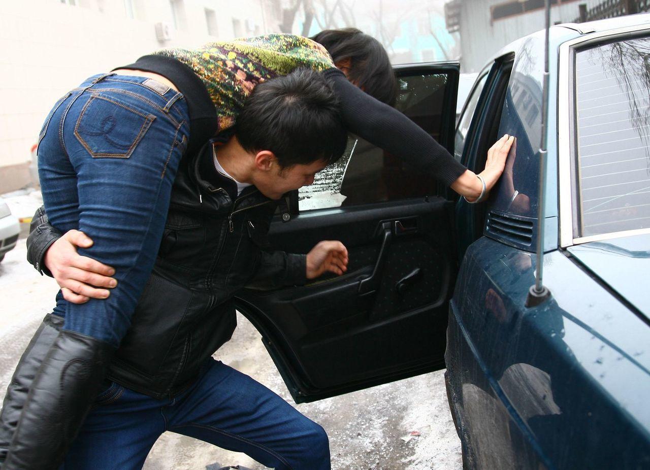 как мальчика увезла незнакомка на машине