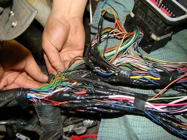 Колодка соединительная датчика холла с пыльником и 3-мя проводами автоэлектроника гтверь от компании avtopasker52ru