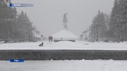 Коммунальщики вывели наулицы спецтехнику— Киев засыпает снегом