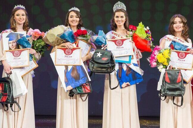 ВОрле студентки обнажаются для конкурса красоты