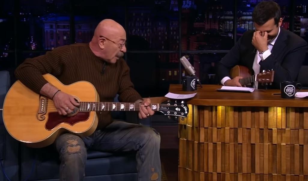 Розенбаум спел песни Фейса иЭлджея под гитару встиле шансон