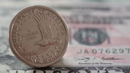 Биржа: курс доллара падает седьмые торги подряд