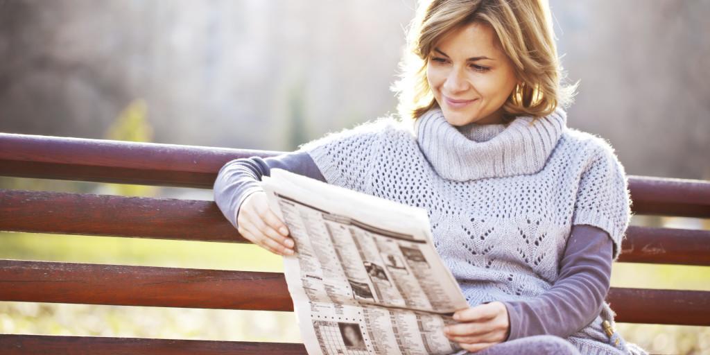 Человек читает газету картинка