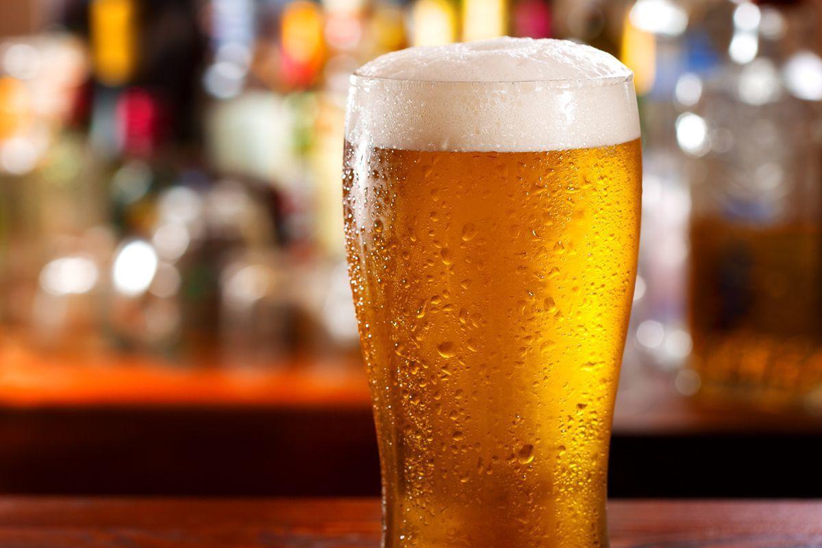 картинка холодное пиво в бокале длинноногие молоденькие