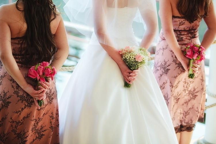 Невесты, свидетельница свадьбе букетов